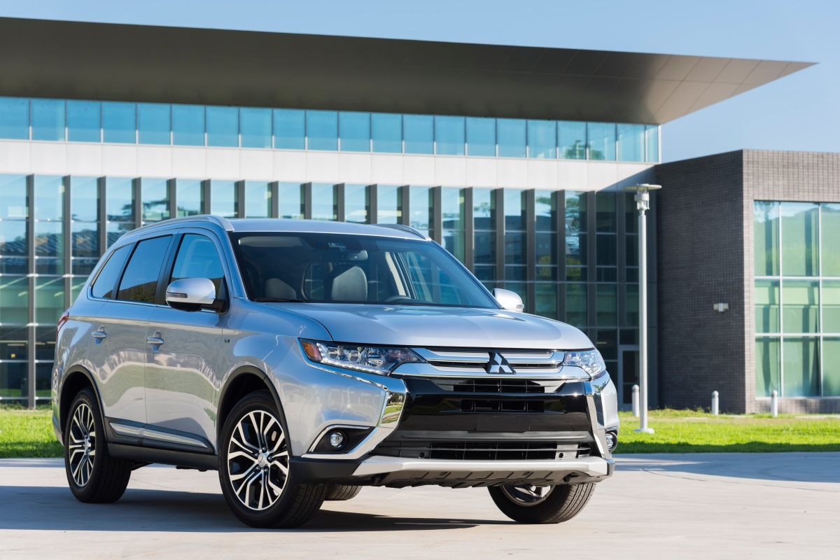 2017 Mitsubishi Outlander SE= Great Value